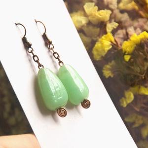 Pasztell zöld különleges üveggyöngy fülbevaló, Ékszer, Fülbevaló, Ékszerkészítés, Gyöngyfűzés, gyöngyhímzés, Meska