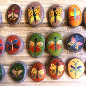 Pillangós / Lepkés memóriajáték kavicsok, Játék & Gyerek, Festett tárgyak, Kövekre kézzel festett aranyos pillangós memóriajáték. Kilenc párból, azaz 18db kavicsból áll a játé..., Meska