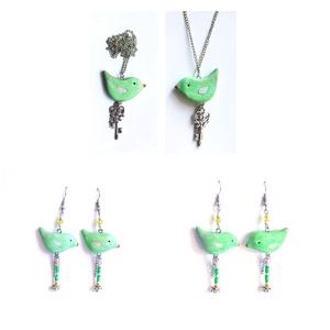 Zöld Madárka rózsaszín szárnyakkal + kulcs nyaklánc :) - ékszer - nyaklánc - Meska.hu