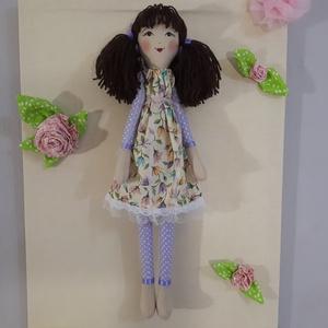 Színes virágos Bella baba, Gyerek & játék, Játék, Baba, babaház, Játékfigura, Baba-és bábkészítés, 44 cm-es frufrus csurkás,gyönyörű virágos ruhába bújtatott baba.Ruhája levehető,nyakán organza szala..., Meska