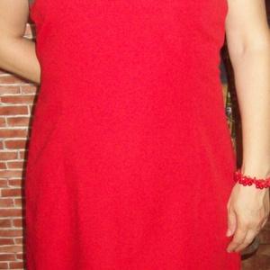 Piros ruha skótkockás tetejével, Táska, Divat & Szépség, Női ruha, Ruha, divat, Ruha, Varrás, Ujjatlan piros ruha, melynek tetejét skótkockás (vagy arra hasonlító) szövettel díszítettem.\n\nAlakot..., Meska