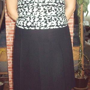 Fekete rakott szoknya letűzött rakásokkal, Táska, Divat & Szépség, Női ruha, Ruha, divat, Szoknya, Varrás, Igazi angol, college stílusú rakott szoknya. Úgy néz ki, mint az angol magániskolák egyenruhájának e..., Meska