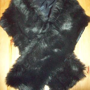 Fekete műszőrme sál, Sál, Sál, Sapka, Kendő, Ruha & Divat, Varrás, Fekete, enyhén csillogó, puha műszőrméből készült ez a szép sál. \n \nFeldobja a hét közben viselt  dz..., Meska