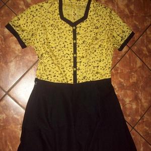 Sárga fekete mintás elegáns blúz, Blúz, Női ruha, Ruha & Divat, Varrás, Sárga alapon, fekete mintás anyagból, fekete szegéllyel díszített felsőrész.\n\nNagyon kellemes, pamut..., Meska