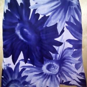 Kék nagy virágos muszlin szoknya, Táska, Divat & Szépség, Ruha, divat, Női ruha, Szoknya, Varrás, Kék színekben játszó, nagy virágos muszlin szoknya. \nNem tudok rájönni, milyen virágot ábrázol a min..., Meska
