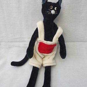 Fekete plüss cica - ruhában, Gyerek & játék, Játék, Báb, Plüssállat, rongyjáték, Varrás, Baba-és bábkészítés, 25 cm magasságú fekete plüssmacska. \nGéppel és kézzel varrva. , Meska