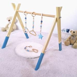 Fa játékhíd, babatornázó, Játék & Gyerek, 3 éves kor alattiaknak, Készségfejlesztő, Gravírozás, pirográfia, Famegmunkálás, Fából készült fejlesztő játék babáknak. A színes, lelógó elemek felkeltik a pici érdeklődését, a kül..., Meska