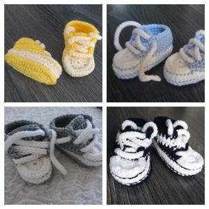 Baby horgolt sportcipő, Gyerek & játék, Táska, Divat & Szépség, Cipő, papucs, Horgolás, Eladó handmade, saját készítésű újszülött/kisbaba horgolt cipőcske. \nTalphossz: kb. 9 cm\nA termék ké..., Meska