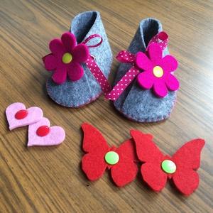 Baba mamusz- kocsicipő- baba cipő, Mamusz & Házicipő, Cipő & Papucs, Ruha & Divat, Varrás, Ez az édes kis mamusz kb. 3-9 hós babáknak készült, de létezik nagyobb és kisebb méretben is. Filcbő..., Meska