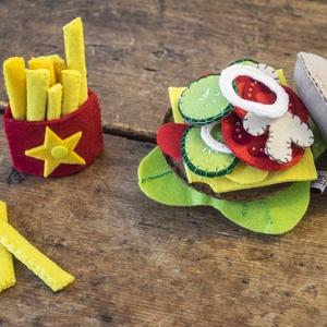 Hamburger szett- filc gyerekjáték, Játék, Gyerek & játék, Készségfejlesztő játék, Baba játék, Varrás, Ez a nagyon jópofa kis hamburger szett amellett, hogy szuper játék a gyerekeknek, roppant strapabíró..., Meska