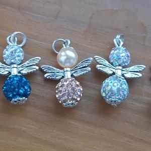 Angyalkás medál, Ékszer, Nyaklánc, Medál, Gyöngyfűzés, gyöngyhímzés, Shambala gyöngyből készült angyalka medál, hossza 3,5 cm, Meska