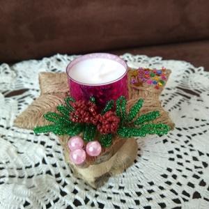Karácsonyi mécses, Otthon & lakás, Dekoráció, Ünnepi dekoráció, Karácsonyi, adventi apróságok, Karácsonyi dekoráció, Lakberendezés, Gyertya, mécses, gyertyatartó, Fonás (csuhé, gyékény, stb.), Gyöngyfűzés, gyöngyhímzés, A dísz alapját spárga felhasználásával egy kartonpapírra fontam meg, melynek átmérője 11 cm. Gyöngyb..., Meska