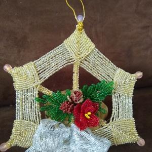 Karácsonyi kopogtató gyöngyből, Otthon & lakás, Dekoráció, Ünnepi dekoráció, Karácsonyi, adventi apróságok, Karácsonyi dekoráció, Lakberendezés, Ajtódísz, kopogtató, Gyöngyfűzés, gyöngyhímzés, Fonás (csuhé, gyékény, stb.), A dísz alapját 2 mm-es kásagyöngy és drót felhasználásával bambusznádra fontam meg, melynek átmérője..., Meska