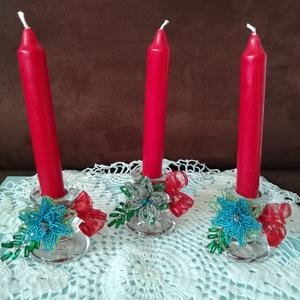 Karácsonyi gyertyatartó, Otthon & Lakás, Karácsony & Mikulás, Karácsonyi dekoráció, Gyöngyfűzés, gyöngyhímzés, Az üveg gyertyatartó díszítéséhez gyöngyből fűztem fenyőágat és mikulásvirágot. Különleges és egyedi..., Meska