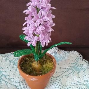Virág gyöngyből, Csokor & Virágdísz, Dekoráció, Otthon & Lakás, Gyöngyfűzés, gyöngyhímzés, A jácintot drót és 2 mm-es kásagyöngyből készítettem. A kompozíciót 23 db  3 cm  átmérőjű virág és 4..., Meska