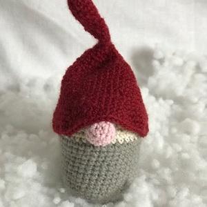 Szürke manócska piros sapiban - horgolt karácsonyi figura, Játék & Gyerek, Plüssállat & Játékfigura, Horgolás, Ez a szürke ruhás manócska, piros sapijában várja a karácsonyt, és azt, hogy valakit megörvendezteth..., Meska