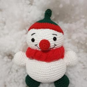 Hóember baba - horgolt puha figura, Játék & Gyerek, Plüssállat & Játékfigura, Horgolás, Hóember babát horgolással készitettem. Ő egy kedves kb. 20 cm magasságú pihe, puha babácska, aki bár..., Meska