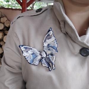 Pillangó bross, Ékszer, Kitűző & Bross, Ruha & Cipőklipsz, Hímzés, Gyöngyfűzés, gyöngyhímzés, A csodálatos, egzotikus pillangók által inspirált bross, szép kiegészítője lehet minden ruhadarabnak..., Meska