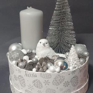 Madárkás asztaldísz, Otthon & Lakás, Karácsony & Mikulás, Karácsonyi dekoráció, Virágkötés, 20cm magas, 17cm az átmérője.\n, Meska