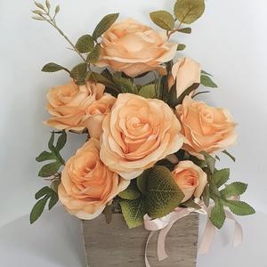 Rózsás asztaldísz, Otthon & Lakás, Dekoráció, Asztaldísz, Virágkötés, Mérete: 26x26cm\n, Meska