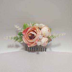 Menyasszonyi hajdísz, Esküvő, Hajdísz, Fésűs hajdísz, Virágkötés, Selyemvirágokkal és zöldekkel. Kb 15cm hosszú. (a zöldekkel együtt mérve), Meska