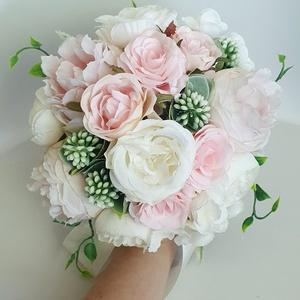 Menyasszonyi örökcsokor, Esküvő, Menyasszonyi- és dobócsokor, Virágkötés, Rózsaszín fehér színű selyemvirágokból készült.\nA szár 10cm, teljes egészében 22cm.\nÁtmérője 21cm..., Meska