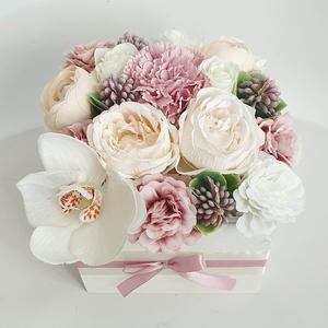 Virágos láda orchideával, Otthon & Lakás, Dekoráció, Asztaldísz, Virágkötés, 13x13cm-es fa ládára készült, átmérője: 18cm, Meska