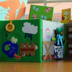Vince csendeskönyve - Matatókönyv kisgyermekek számára, Készségfejlesztő & Logikai játék, Játék & Gyerek, Hímzés, Varrás, Szerencsére kisfiúnak is kértek már korábban ilyen játékot, így egy fiús verziót is tudok mutatni. \n..., Meska