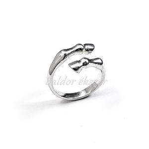 Ezüst lóláb gyűrű, Ékszer, Gyűrű, Figurális gyűrű, Ötvös, Ezüst lóláb gyűrű\n\nszélessége: 12 mm\n\nGyűrű mérete tetszőlegesen választható.\n\nkészítési idő 10-14 n..., Meska