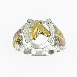 Lófejes patkó gyűrű, Ékszer, Gyűrű, Figurális gyűrű, Ötvös, Ezüst lófejes patkó gyűrű\n\nEzüst színű vagy aranyozott lófejjel és levelekkel. \n\nszélessége: 13 mm\nG..., Meska
