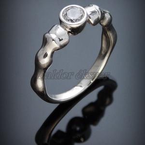 Ezüst köves lóláb gyűrű, Ékszer, Gyűrű, Figurális gyűrű, Ötvös, Ezüst köves lóláb gyűrű\nszélessége: 5 mm\ncirkónia átmérője: 4,5 mm\n\nGyűrű mérete tetszőlegesen válas..., Meska