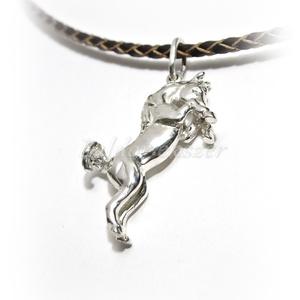 Ezüst ágaskodó ló medál tömör 3D, Ékszer, Nyaklánc, Medál, Ötvös, Ezüst ágaskodó ló medál tömör 3D\n\nszélesség: 24 mm\nmagasság: 30 mm\nvastagság: 6 mm\n\nkészítési idő 10..., Meska