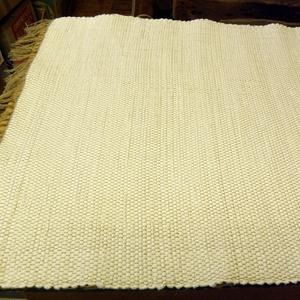 Fehér, Szőnyeg, Lakástextil, Otthon & Lakás, Szövés, Régi takács szövőszéken készítettem ezt a fehér rongyszőnyeget.\nAnyaga: pamuttextil.\nMérete: 65 cm. ..., Meska