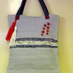 Női táska, piros díszítéssel., Válltáska, Kézitáska & válltáska, Táska & Tok, Szövés, Varrás, Régi kis szövőszékkel készítettem ezt a táskát.\nSzürke pamuttextilből van, kék és fehér mintás anyag..., Meska