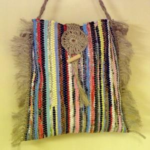 Borzas, tarka táska, Válltáska, Kézitáska & válltáska, Táska & Tok, Szövés, Varrás, Ez egy vidám kis női táska.\nSzövőszéken készült.\nSok-sok színes anyagból készítettem.\nA két oldalán ..., Meska