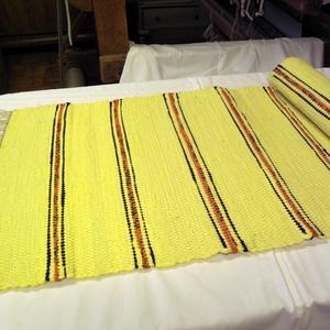 Sárga keskeny szőnyeg., Otthon & Lakás, Lakástextil, Szőnyeg, Szövés, Nagyapám régi szövőszékén készítettem ezt a rongyszőnyeget.\nSárga az alapszín, a vörös csíkot fekete..., Meska