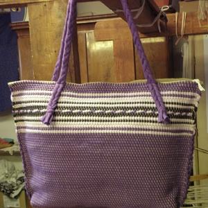 Biztonságos lila táska., Nagy pakolós táska, Kézitáska & válltáska, Táska & Tok, Szövés, Varrás, Kézi szövésű, nagyobb méretű lila női táska. Ilyet csak nálam találsz.\nFekete és fehér színnel díszí..., Meska