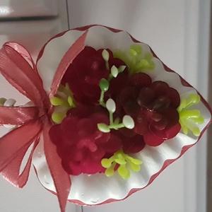 szív, Otthon & Lakás, Dekoráció, Dísztárgy, Festett tárgyak, Virágkötés, 6 cm magas, gipszből öntött szív,mindkét oldalán gumi virágokkal díszített,felakasztható dísz...., Meska