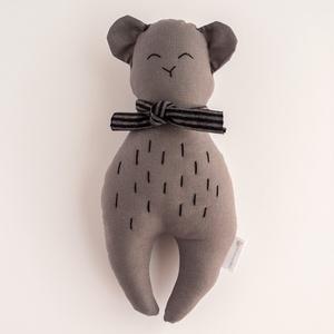 Anton textil mackó figura, Maci, Plüssállat & Játékfigura, Játék & Gyerek, Baba-és bábkészítés, Varrás, Anton mackó igazi kedvence lehet kicsiknek és nagyoknak. A picik ügyesen tudnak kapaszkodni kézre ál..., Meska