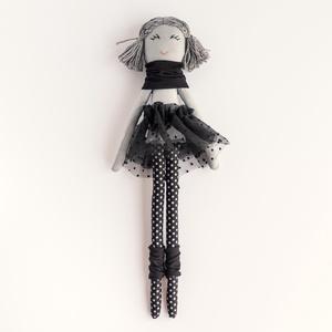 Barankababra Kis balerina baba, fekete pöttyös harisnyában, Gyerek & játék, Játék, Baba játék, Baba-és bábkészítés, Varrás, A kis balerina baba saját tervezésű, kézzel varrt pamut baba. A haja prémium gyapjú fonalból készült..., Meska