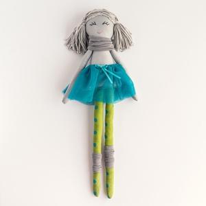 Barankababra Kis balerina baba, zöld-türkiz pöttyös harisnyában, Gyerek & játék, Játék, Baba játék, Baba-és bábkészítés, Varrás, A kis balerina baba saját tervezésű, kézzel varrt pamut baba. A haja prémium gyapjú fonalból készült..., Meska