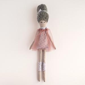 Moira Balerina baba, Baba, Baba & babaház, Játék & Gyerek, Baba-és bábkészítés, Varrás, Moira ballerina baba saját tervezésű, kézzel varrt pamut baba. A haja prémium gyapjú fonalból készül..., Meska