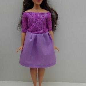 Barbie ruhakészítő csomag Csónaknyakú ruha, DIY (leírások), Szabásminta, útmutató, A csomag segítségével a képen látható barbie ruhát készítheted el. Egy anyagot tudsz válaszani hozzá..., Meska