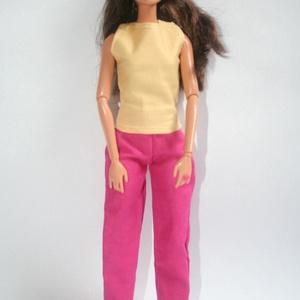 Barbie ruha készítő csomag nadrág és felső, DIY (leírások), Szabásminta, útmutató, Varrás, A csomag segítségével a képen látható nadrágot és felsőt készítheted el barbie babának. Két anyagot ..., Meska