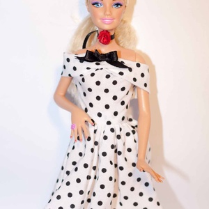 Barbie ruhakészítő csomag Ejtett vállú ruha, DIY (leírások), Szabásminta, útmutató, A csomag segítségével a képen látható barbie ruhát készítheted el. Egy anyagot tudsz válaszani hozzá..., Meska