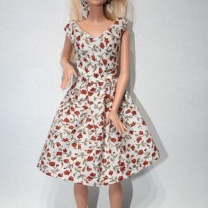 Barbie ruhakészítő csomag V nyakú rózsás ruha, DIY (leírások), Szabásminta, útmutató, A csomag segítségével a képen látható barbie ruhát készítheted el. Egy anyagot tudsz válaszani hozzá..., Meska