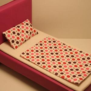 Barbie ágynemű pöttyös, Játék & Gyerek, Baba & babaház, Babaház, Ágynemű Barbie baba részére, pamutvászonból, vatelinnel töltve. Méretek: Paplan: 14,5 cm x 21,5 cm P..., Meska