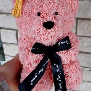Ballagási rózsa maci, Csokor & Virágdísz, Dekoráció, Otthon & Lakás, Mindenmás, Egyedi Rózsa maci.\nÖrök élet.\nIdeális ajándék gyerekeknek, babáknak, pároknak is névnapra, szülinapr..., Meska