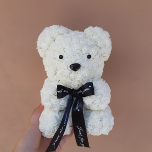 Fehér 25cm rózsa maci, Csokor & Virágdísz, Dekoráció, Otthon & Lakás, Mindenmás, Egyedi Rózsa maci.\nÖrök élet.\nIdeális ajándék gyerekeknek, babáknak, pároknak is névnapra, szülinapr..., Meska