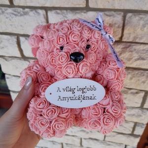 A világ legjobb anyukájának rózsa maci, Otthon & Lakás, Dekoráció, Csokor & Virágdísz, Mindenmás, Ha valami különlegeset keresel..\nTökéletes anyák napi ajándék\nEgyedi Rózsa maci\nÖrök élet.\nIdeális a..., Meska
